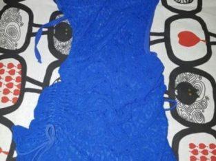 Vestido de fiesta azul ceñido sexy y atractivo
