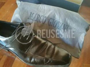 Zapatos negros nuevos de piel